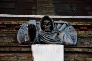 悪魔の銅像の画像