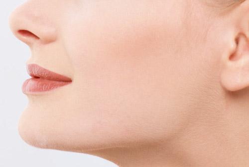 女性の顎の画像