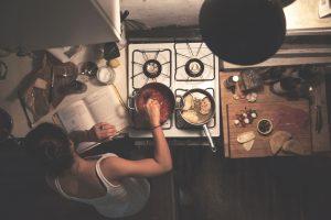 料理をする夢に隠された意味とは