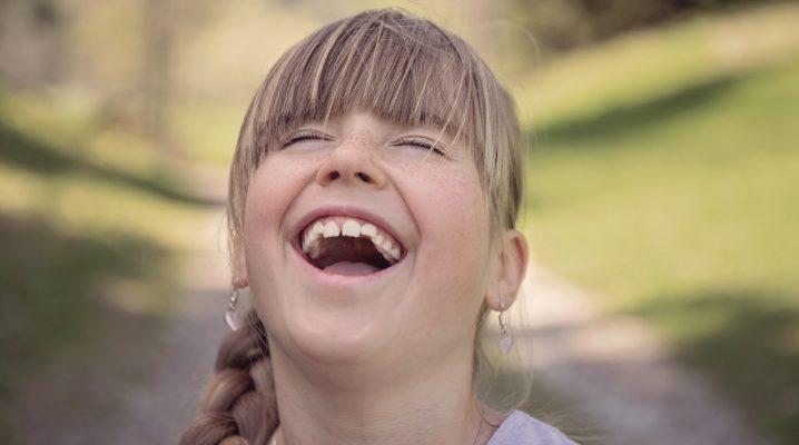 笑うの夢に隠された意味とは