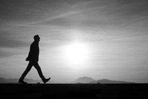 歩く夢に隠された意味とは
