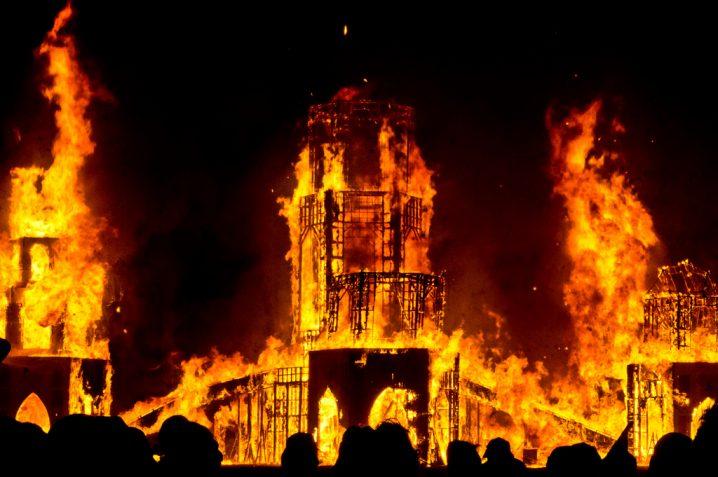 火事の夢に隠された意味とは